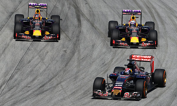 Max Verstappen of Netherlands and Scuderia Toro Rosso in front of Ricciardo and Kvyat of Red Bull Racing © Getty Images/Red Bull Content Pool