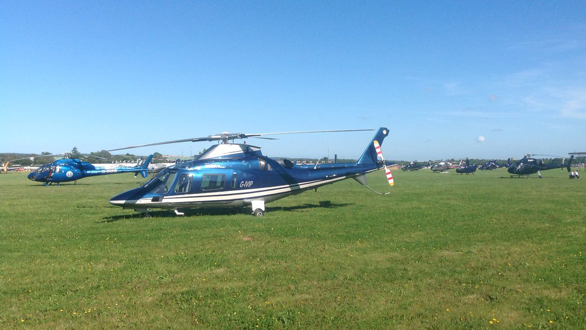 Horse racing helicopter charter